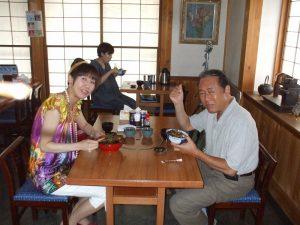 ドラマの撮影で野さか訪れた小林 稔侍さんと娘の小林千晴さん