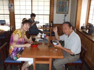 ドラマの撮影で訪れた小林 稔侍さんと娘の小林千晴さん